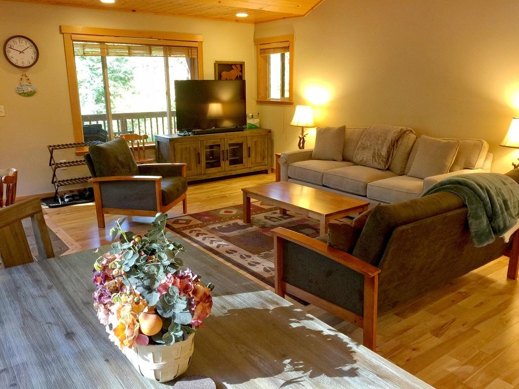 Mt. Baker Lodging Cabin #65 – HOT TUB, FIREPLACE, PETS OK, BBQ, WIFI, SLEEPS-10! photo 4001015