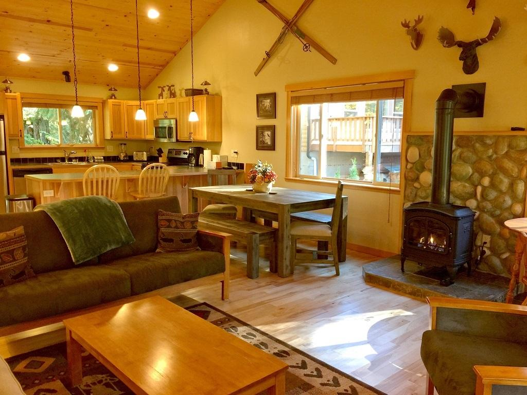 Mt. Baker Lodging Cabin #65 – HOT TUB, FIREPLACE, PETS OK, BBQ, WIFI, SLEEPS-10! photo 4001014