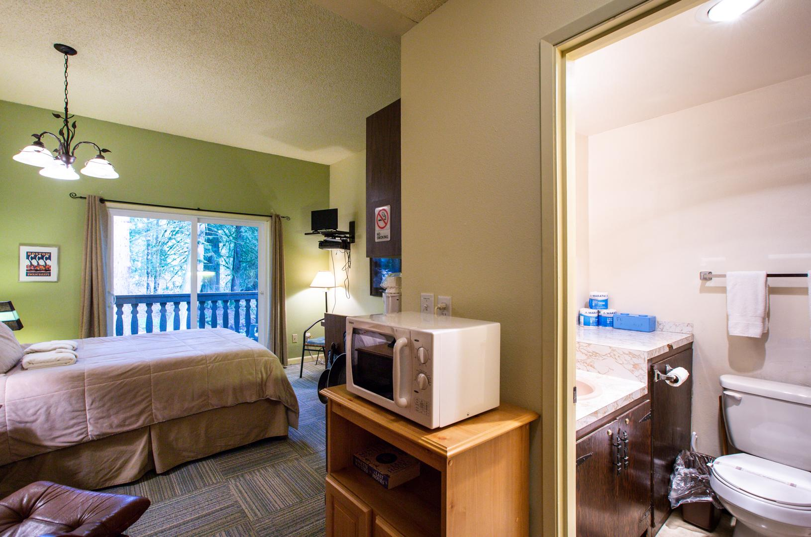 Mt. Baker Lodging Condo #77 – ECONOMICAL, CONVENIENT, KITCHENETTE, SLEEPS-2! photo 31816862