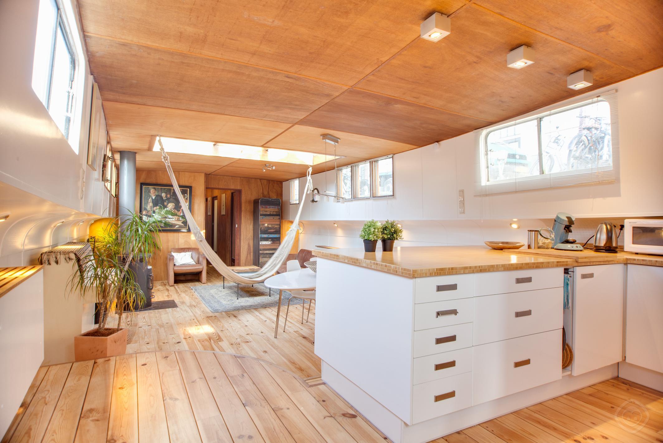 Montelbaan houseboat Amsterdam photo 31814464