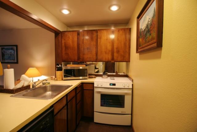 Mt. Baker Lodging Condo #28 – FIREPLACE, DISHWASHER, WIFI, W/D, SLEEPS-4! photo 59764