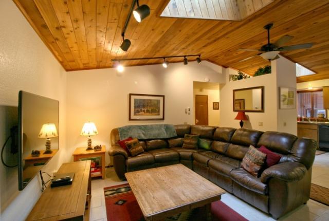 Mt. Baker Lodging Cabin #23 – HOT TUB, WIFI, SAUNA, POOL TABLE, SLEEPS-6! photo 59613