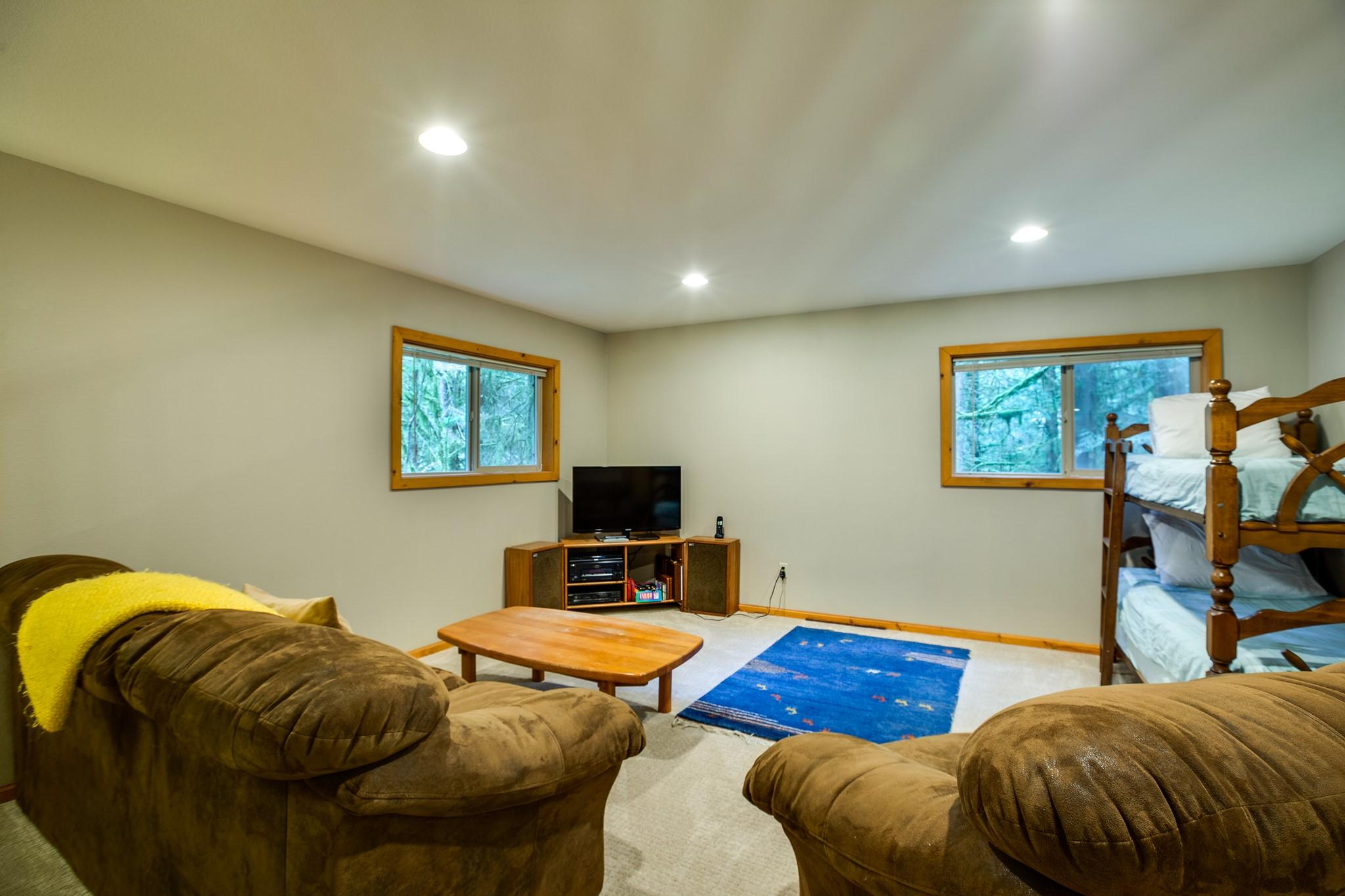 Apartment Mt  Baker Lodging Cabin 40  ndash  HOT TUB  BBQ  PET FRIENDLY  WIFI  SLEEPS 8  photo 30889361