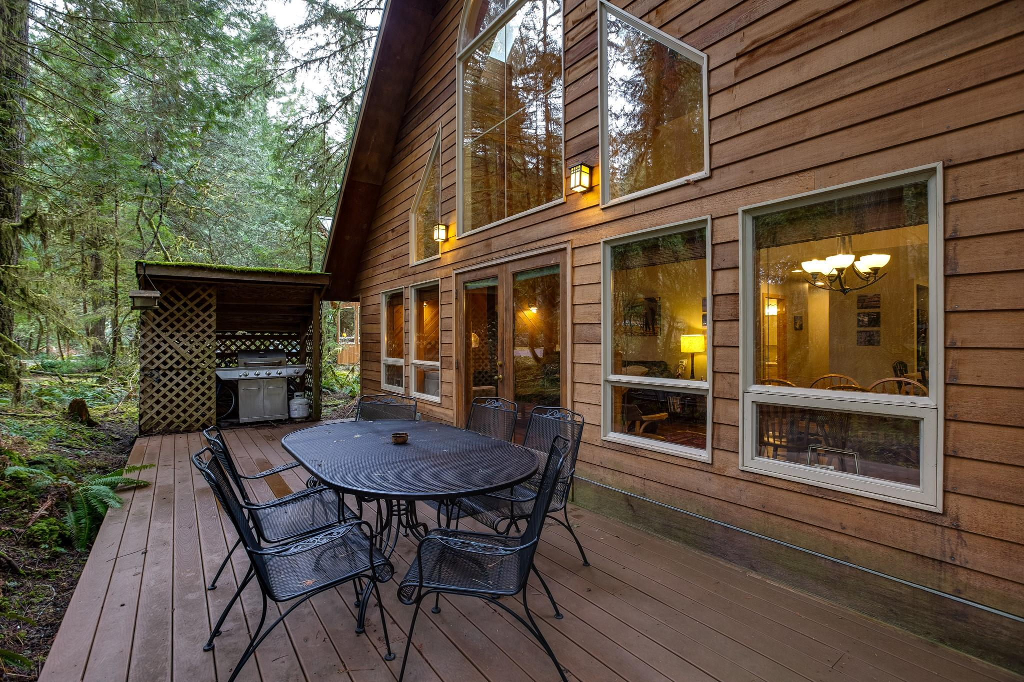Apartment Mt  Baker Lodging Cabin 40  ndash  HOT TUB  BBQ  PET FRIENDLY  WIFI  SLEEPS 8  photo 30889379