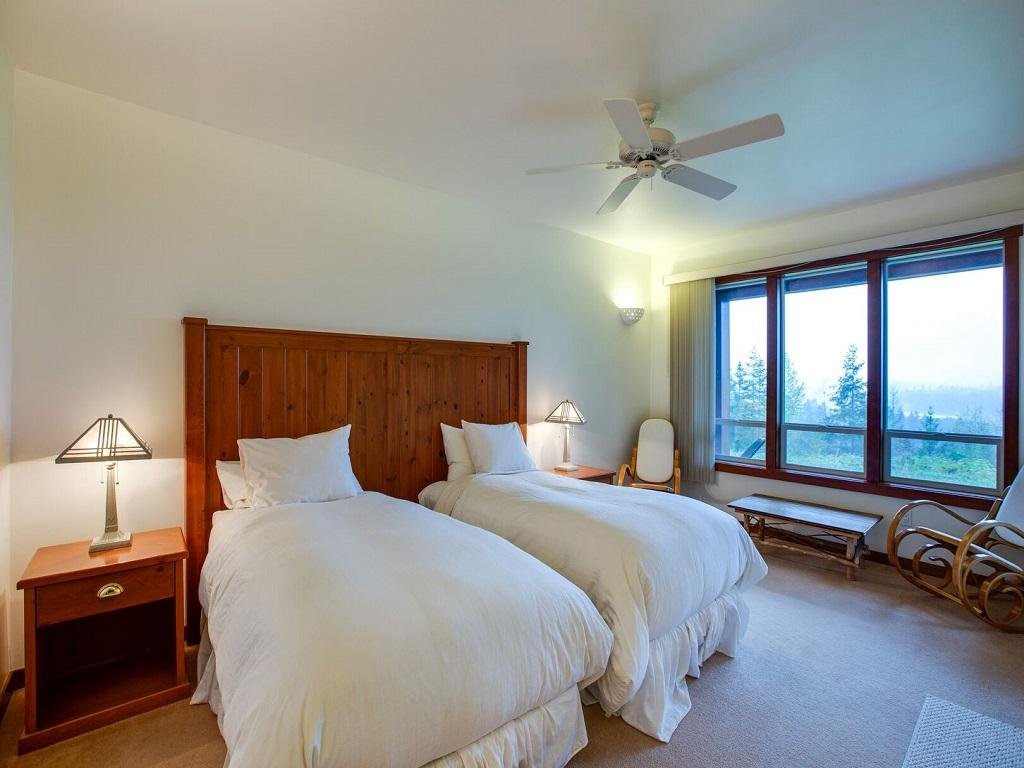 Apartment Mt  Baker Lodging Ensuite  15  ndash  MT VIEWS  HOT TUB  PETS OK  SLEEPS 6  photo 21433649