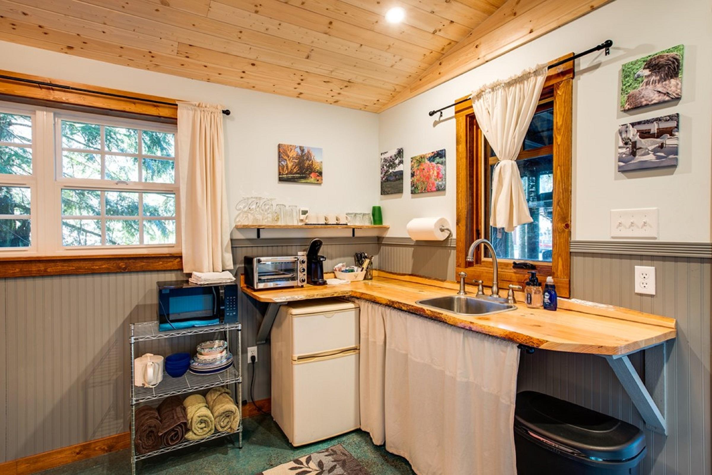 Mt. Baker Lodging Cabin #72 – PET FRIENDY, MT VIEWS, BBQ, SLEEPS 2! photo 31818159