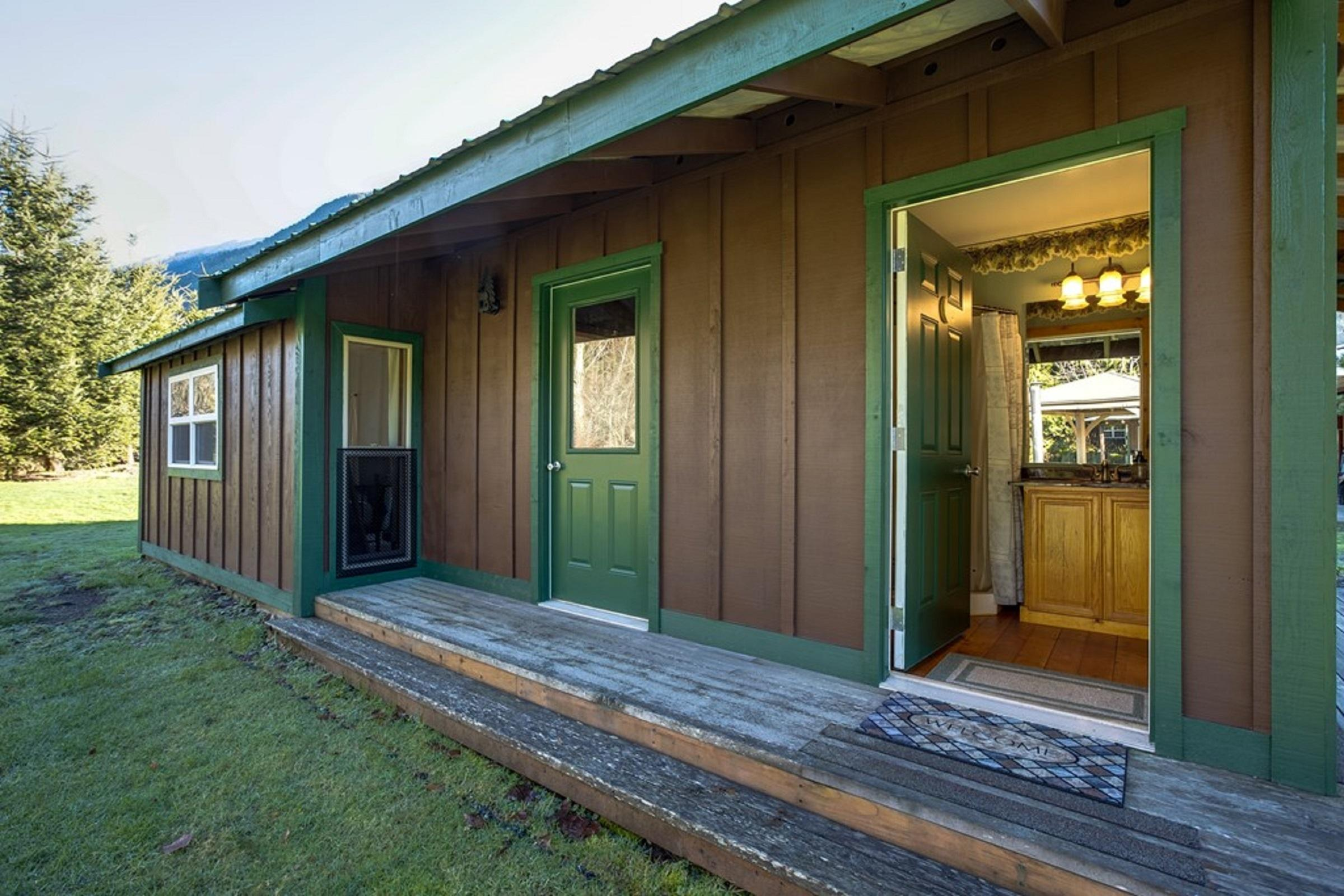 Apartment Mt  Baker Lodging Cabin  72  ndash  PET FRIENDY  MT VIEWS  BBQ  SLEEPS 2  photo 31818161