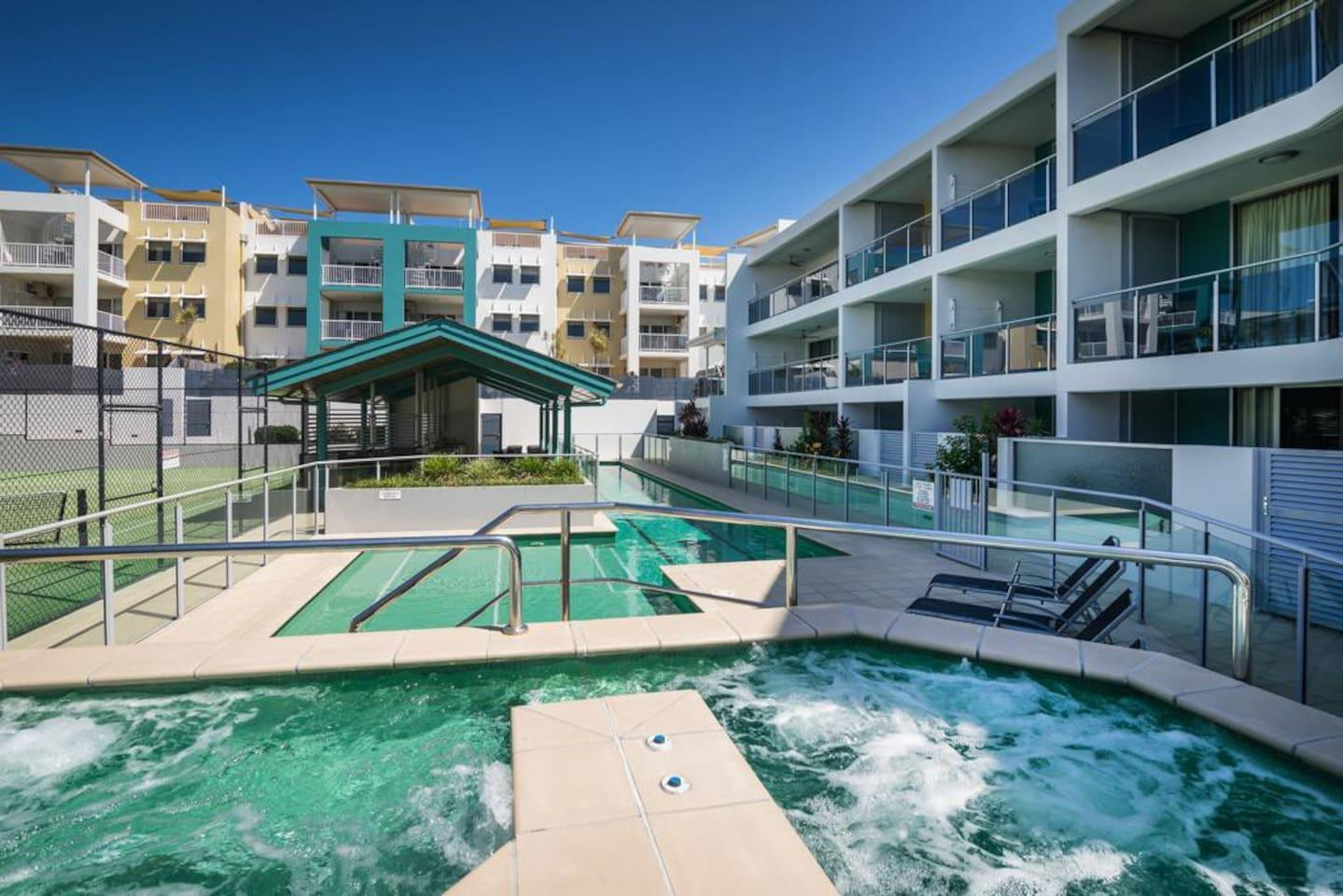 2BR Coolum Beach ★Rooftop Terrace★Spa★Tennis★Pool photo 26289848