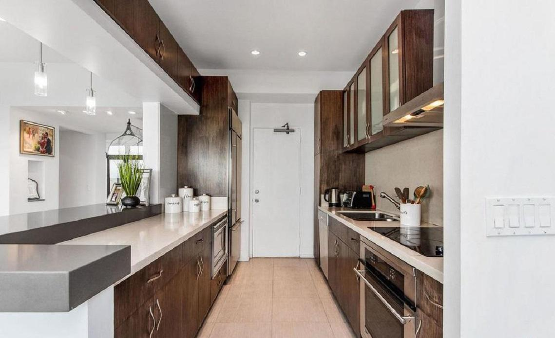 Exquisitely renovated 2 bed + den/2bath photo 5729847