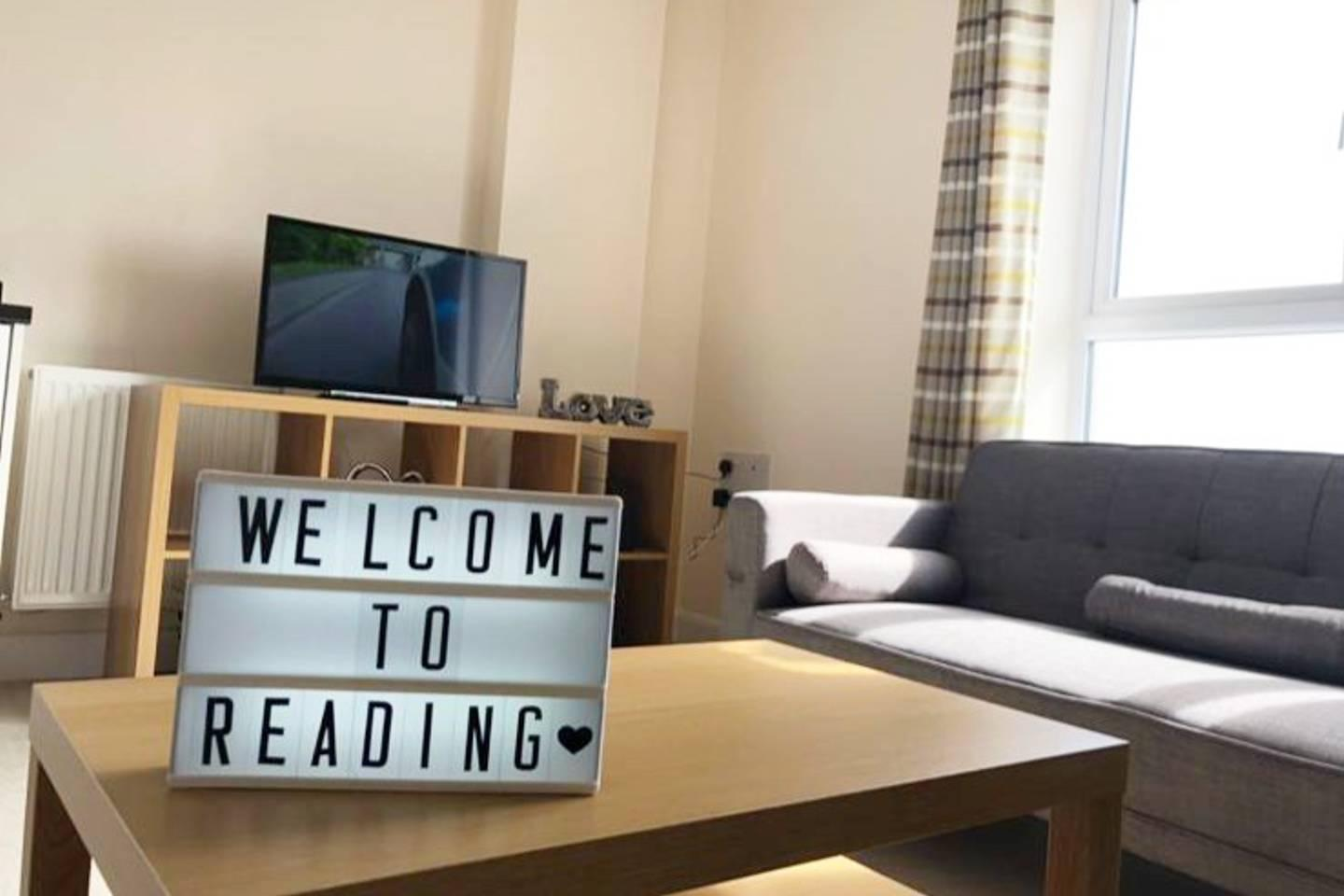 Apartment Large Groups up to 8 visiting Reading- Check this photo 13765623